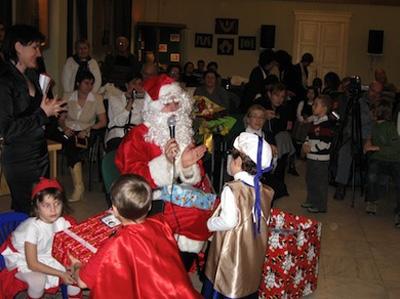 """De Crăciun copii romani din Italia s-au simţit ca """"Acasă în România"""""""