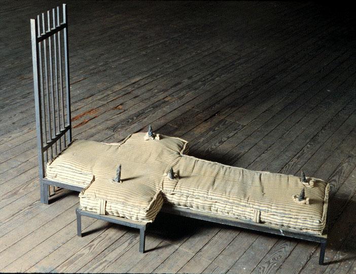 Violeta Popescu, Le catacombe della Romania: le colpe di un regime