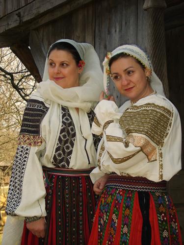 """Mostra etnografica romena """"femminilità e decorazione"""""""