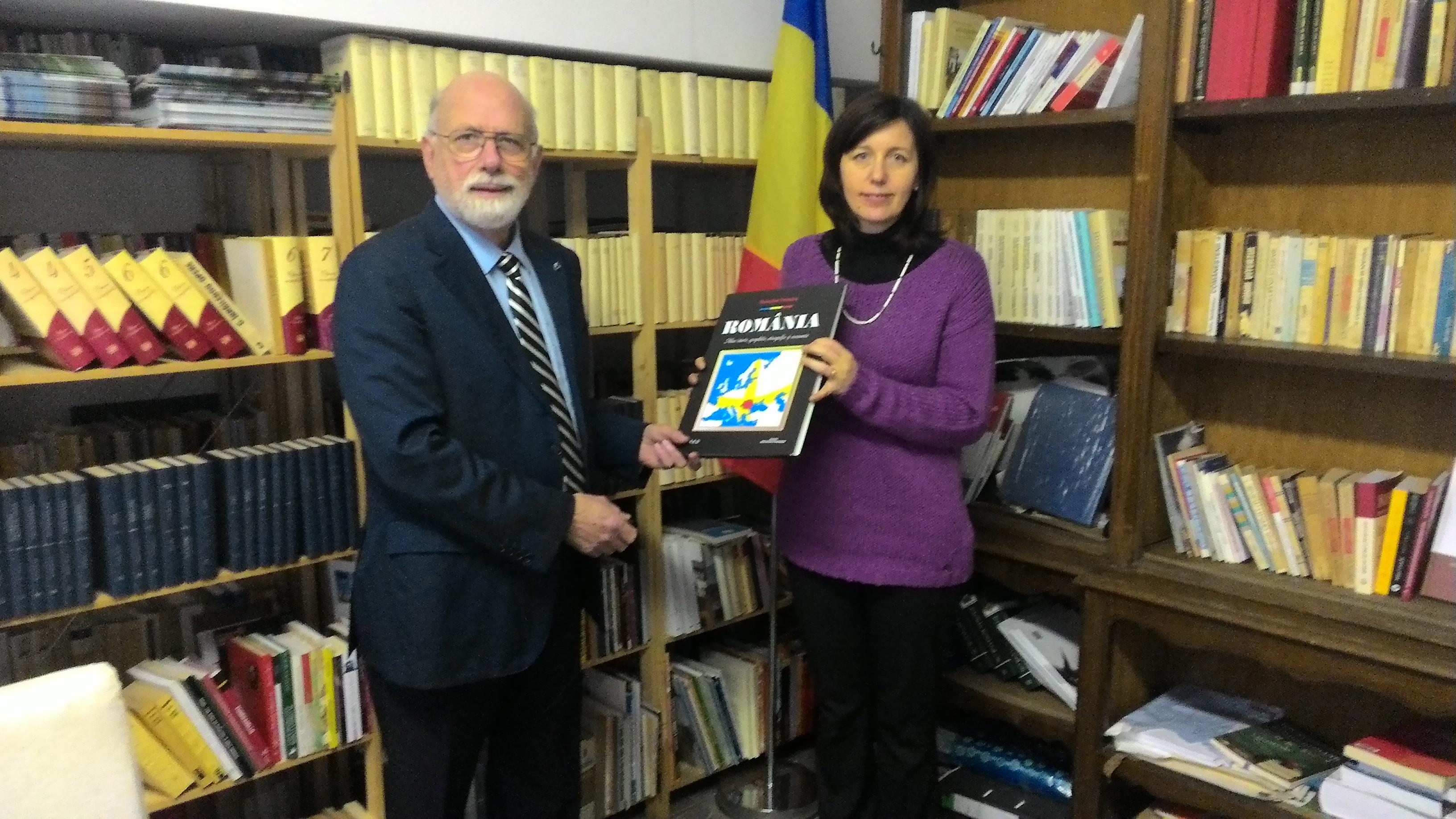 Scambi culturali italo-romeni. Donazione di libri in romeno per la Biblioteca di Trento – Alto Adige
